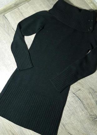 Черное шерстяное платье с широкой горловиной