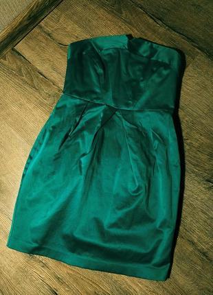 Коктельное платье с открытыми плечами