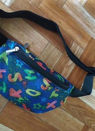 Молодежная сумка бананка с ярким принтом