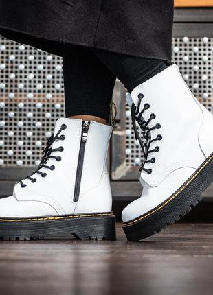 Шикарные женские кожаные ботинки dr. martens на платформе белого