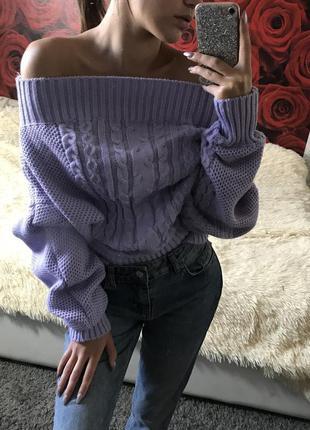 Лиловый свитер с открытыми плечами