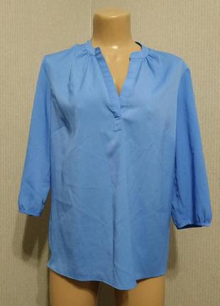 Голубая блуза свободного кроя из легкого материала
