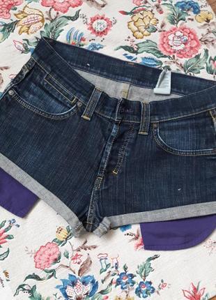 Джинсовые шорты с большими карманами