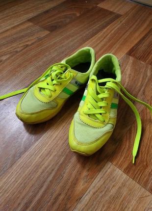 Кросовки желто-лимонного цвета