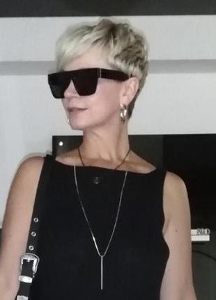 Cтильные черные солнцезащитные очки