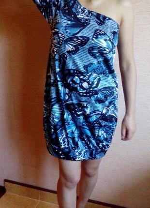 Платье бочонок с одним рукавом на 46/48 размер