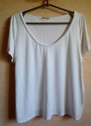 Белая футболка из вискозы на 56/60 размер