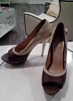 Кожаные туфли с открытым носком и закрытой пяткой