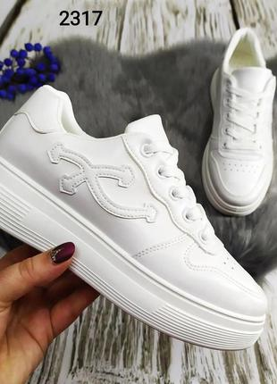 Белые женские кроссовки кеды на высокой подошве