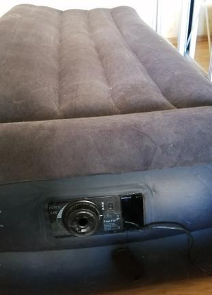 Продаю надувную кровать темно- синего цвета
