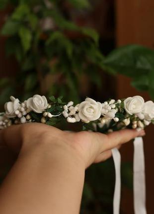 Ободок венок бохо обруч мягкий с белыми розами на лентах регул...