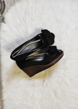 Черные замшевые босоножки туфли на низкой танкетке платформе