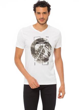 Белая мужская футболка lc waikiki с v-образным вырезом и рисун...
