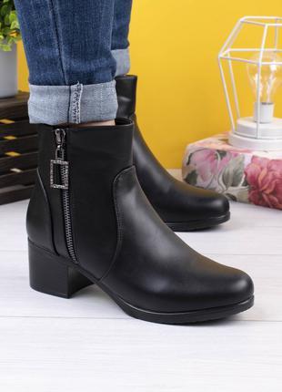 Женские короткие ботинки