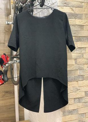 Блуза кофта футболка  удлиненная с разрезом на спинке  черная