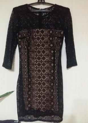 Стильное вечернее ажурное  платье в нюдовом стиле