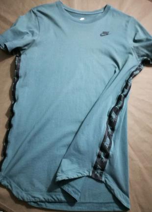 Крутая футболка с прорезининными лампасами