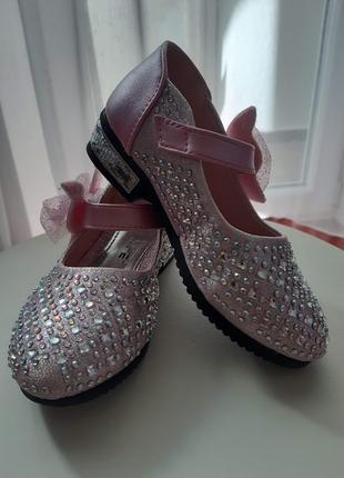Нарядные туфли для девочки со стразами. 25 размер.