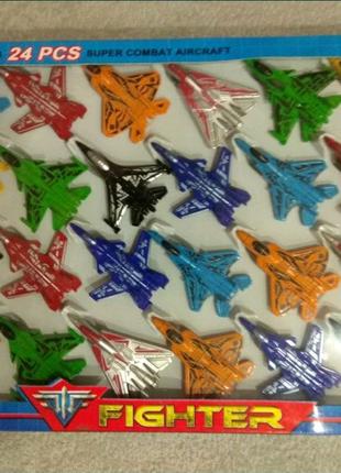 Набор пластмассовых самолетиков