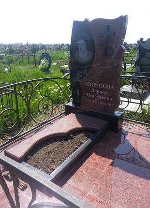 Гранитный мемориальный памятник