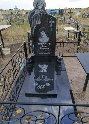 Памятник Мадонна