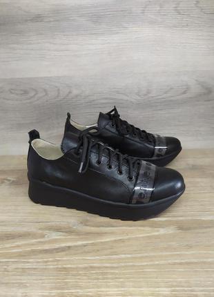Кожаные кроссовки 39р модель 2277