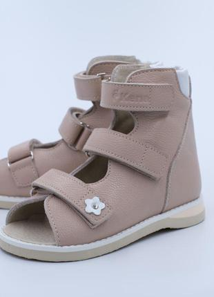 1. Ортопедическая детская обувь KENA