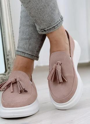 Нереально крутые замшевые туфли на низком ходу цвета пудры