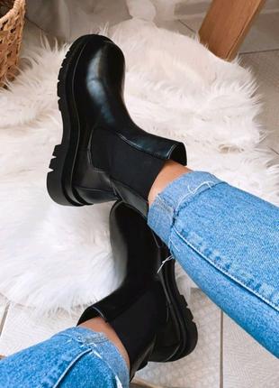 Ботинки черного цвета из эко-кожи