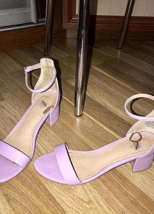 Босоножки лилового цвета h&m