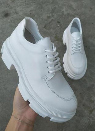 Туфли женские кожаные белые на массивной подошве
