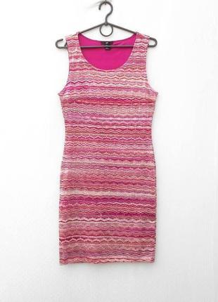 Розовое вечернее облягающее платье