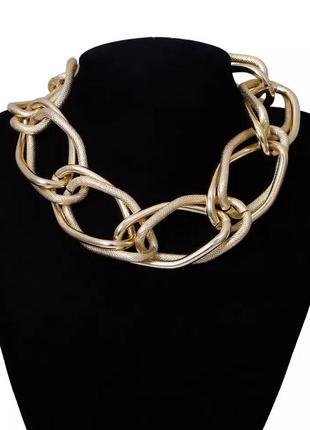 Стильное ожерелье крупная цепь под золото