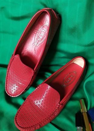 Яркие красные кожаные мокасины carshoes, шипы перфорация, Tod's