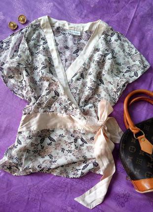 Розовая шелковая блуза-кимоно на запах с баской, в цветы, р.34-36