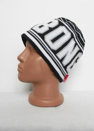 Осенняя спортивная шапка с надписью
