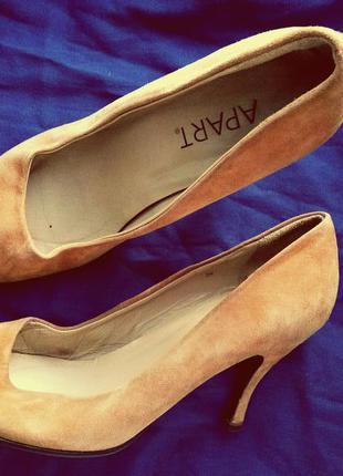 Горчичные классические кожаные замшевые туфли-лодочки apart