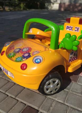 Детская машинка (на пульте управлении)