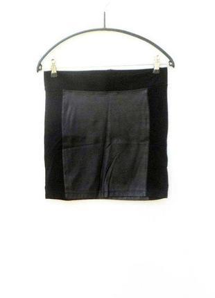 Черная кожаная узкая юбка с трикотажными вставками