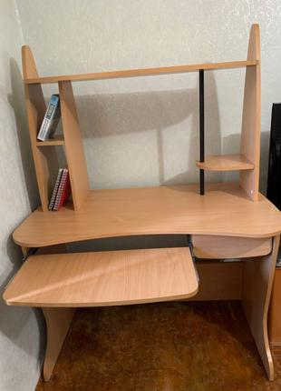 Письменный стол, компьютерный.