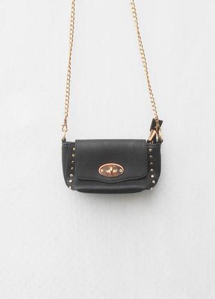 Черная маленьная сумочка на цепочке через плечо
