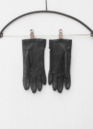 Черные осенние  кожаные перчатки