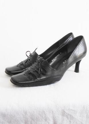 Черные кожаные классичеcкие туфли лодочки на среднем каблуке g...