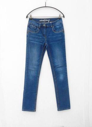 Синие стрейчевые потертые джинсы