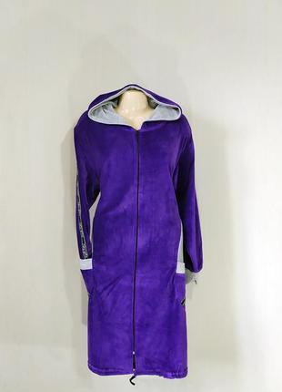 Женский велюровый халат на молнии с капюшоном и карманами