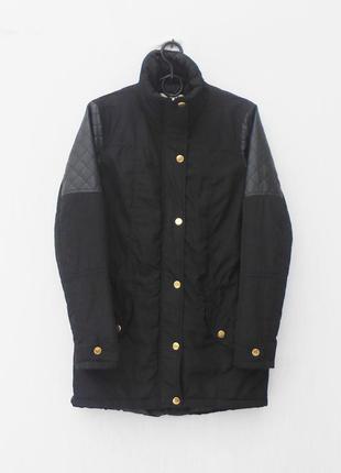 Черная осенняя куртка c кожаными вставками