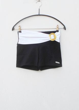 Спортивные шорты одежда для фитнеса