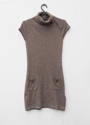 Теплое платье под горлышко с коротким рукавом хорошего состава