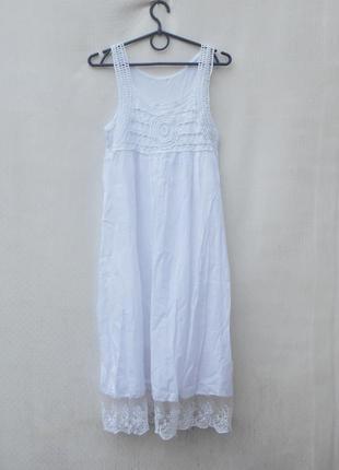 Белое летнее хлопковое свободное платье с кружевом