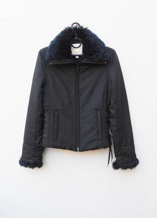 Черная весенняя легкая демисезонная короткая куртка